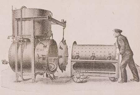 5. Caricamento di un'autoclave orizzonatle per la sterilizzazione di conserve alimentari in una illustrazione dei primi anni del Novecento
