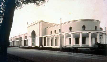 Il padiglione delle Fiere al Parco Ducale in una immagine scattata nel 1940 poco prima dell'inaugurazione. (Archivio Storico Ente Fiere - Foto Vaghi)
