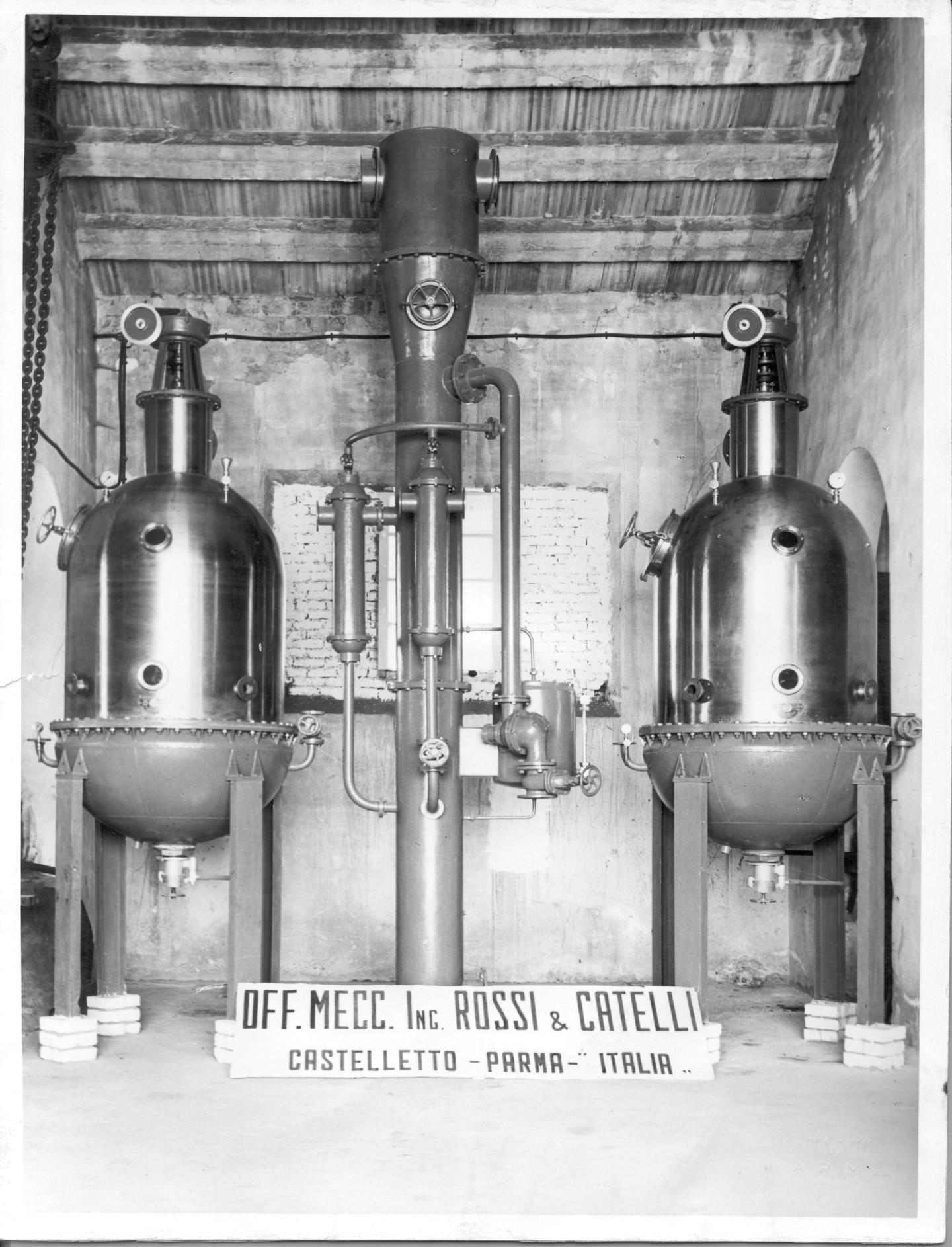 L'impianto di concentrazione descritto nella pubblicità, esposto da Rossi & Catelli ad una esposizione fieristica.