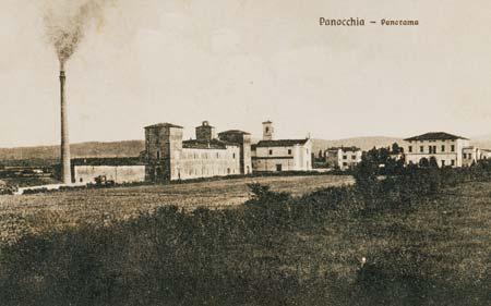 Il panorama di Panocchia, fissato in una cartolina dei primi anni del Novecento mostra la ciminiera della fabbrica di conserva sorta a ridosso della rocca in piena attività