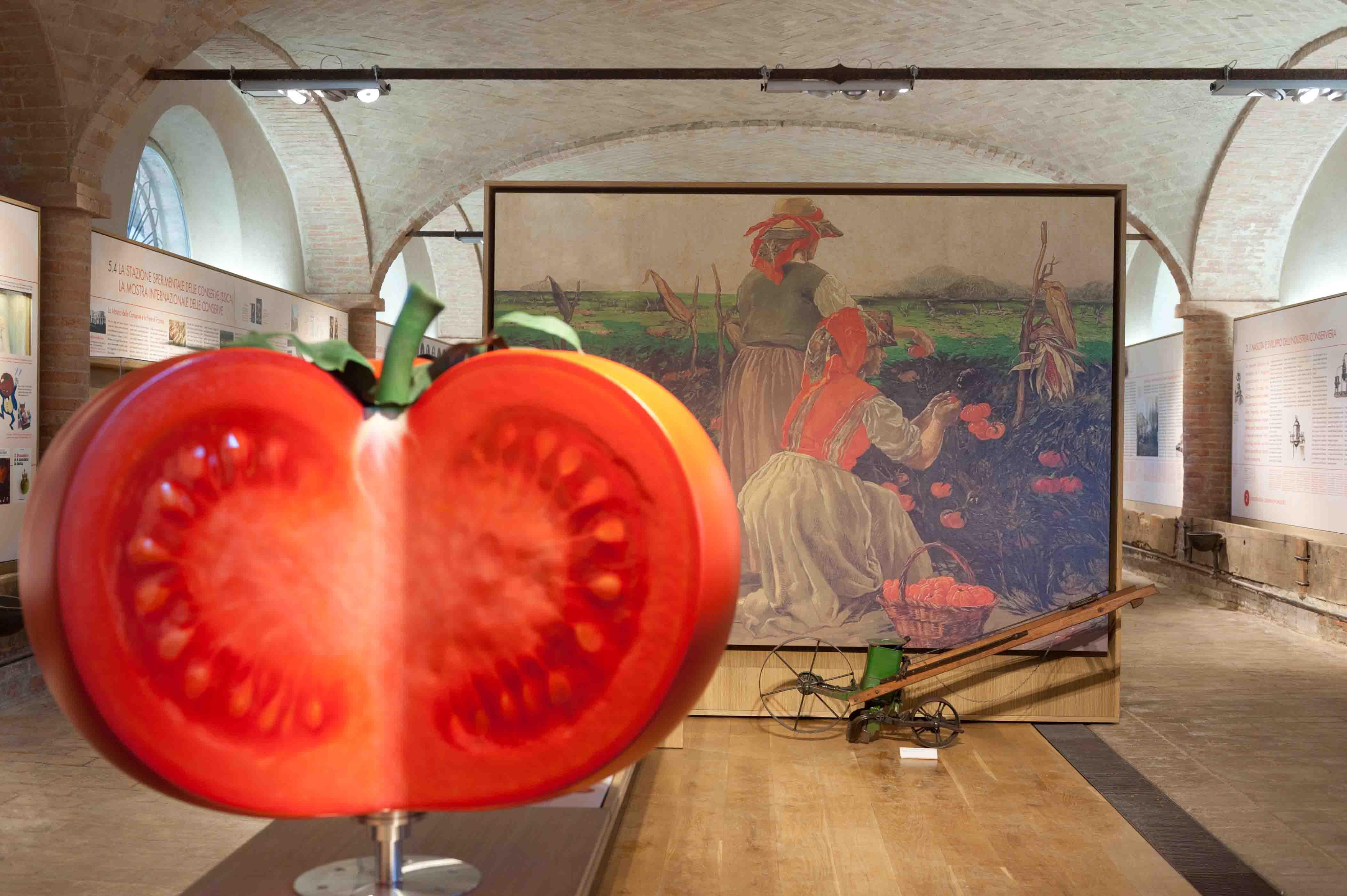 Museo del Pomodoro - Il pomodoro gigante (foto Luca Rossi)