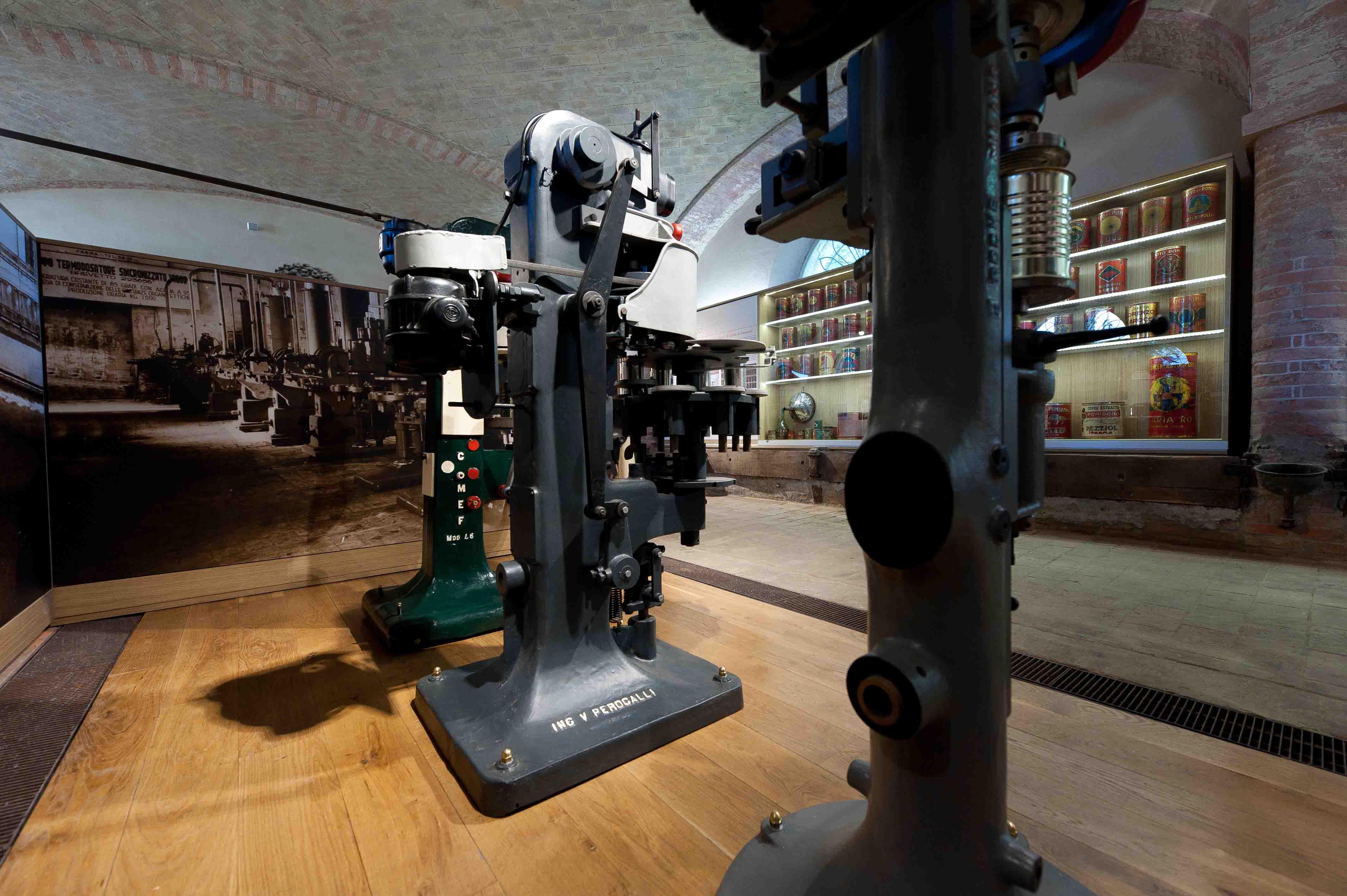 Museo del Pomodoro - Le macchine aggraffatrici (foto Luca Rossi)